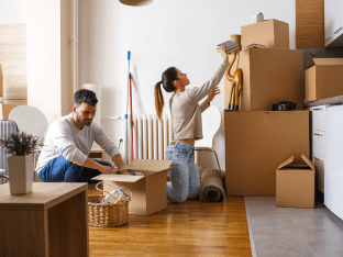 Couple Packing and moving in Omaha Nebraska and Iowa
